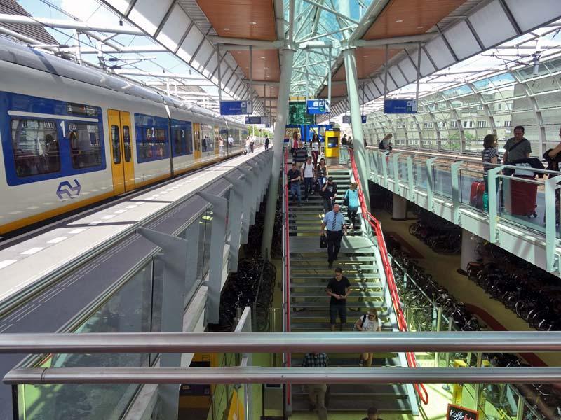 Station Op Wielen Houten.U Ov Kriskras In En Om De Domstad